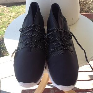 Brand new mens. Under armour sneakers.